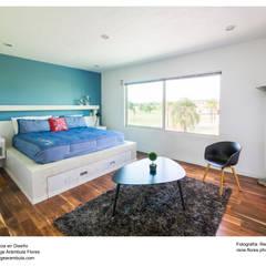 Projekty,  Małe sypialnie zaprojektowane przez René Flores Photography