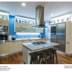 Residencia Cajititlan: Cocinas equipadas de estilo  por René Flores Photography