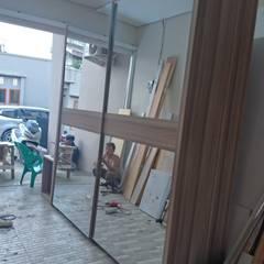 Custom wardrobe: Bedroom oleh alesha projects ,
