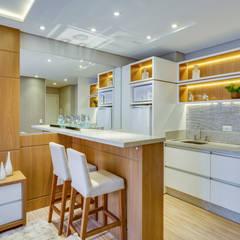 Small kitchens by Samantha Sato Designer de Interiores, Minimalist MDF