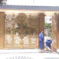 Puertas de madera de estilo  por CÔNG TY CỔ PHẦN SẢN XUẤT HOÀNG GIA HÀ NỘI