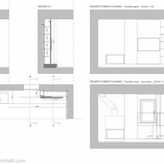 LIVING FIUMICINO: Pareti in stile  di MINIMA Architetti