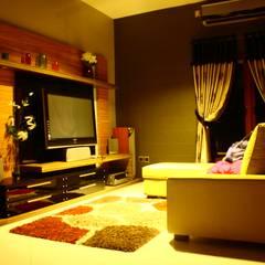 Romantic lounge & living room kota wisata cibubur:  Ruang Multimedia by Exxo interior