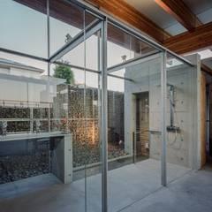 シャワールーム: 藤原・室 建築設計事務所が手掛けたスパ・サウナです。