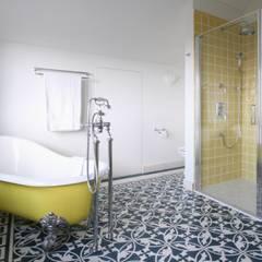Badewanne im Vintage Stil:  Badezimmer von Traditional Bathrooms GmbH