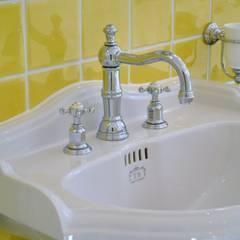 Waschtisch im Vintage Stil :  Badezimmer von Traditional Bathrooms GmbH