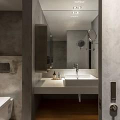 bathroom:  浴室 by 湜湜空間設計