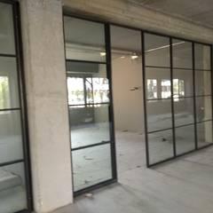 Glas/Stahltrennwände  und Türen:  Arbeitszimmer von Exellentworkers