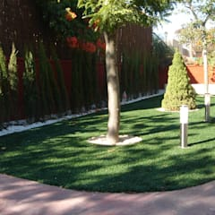 Front yard by Albergrass césped tecnológico,
