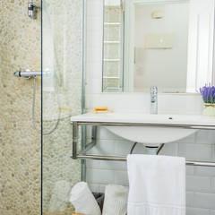 Home Staging apartamento alquiler turístico, Madrid.: Baños de estilo  de Byta Espacios