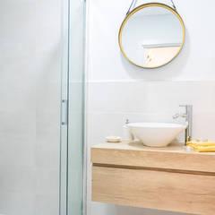 Home Staging apartamento alquiler turístico 2, Madrid.: Baños de estilo  de Byta Espacios