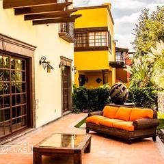 Terrace by VillaSi Construcciones, Rustic