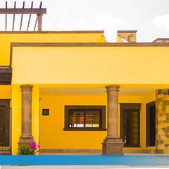 Villa Golden en San Miguel de Allende: Casas de campo de estilo  por VillaSi Construcciones