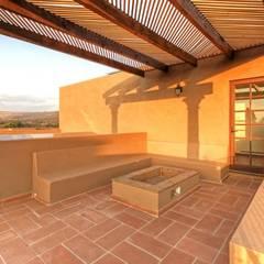 Terrace by VillaSi Construcciones, Minimalist