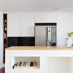 단순한 것이 아름답다_판교힐스테이트인테리어: 더집디자인 (THEJIB DESIGN)의  주방,모던