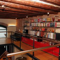 Loft Pere IV: Estudios y despachos de estilo  de ESTUDIO DE CREACIÓN JOSEP CANO, S.L.