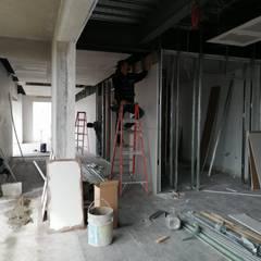 Remodelación de Plaza comercial: Paredes de estilo  por VillaSi Construcciones