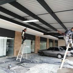 Remodelación de Plaza comercial: Techos de estilo  por VillaSi Construcciones