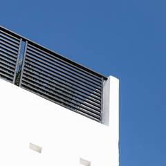 17. CASA PUEBLA: Casas pequeñas de estilo  por TARE arquitectos