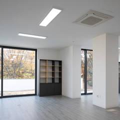 목동 유신메디칼 사옥: (주)건축사사무소 모도건축의  회사,모던 플라스틱