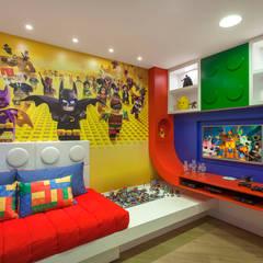 Casa Paraíso: Quartos dos meninos  por Designer de Interiores e Paisagista Iara Kílaris