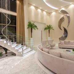 Casa Privilége: Escadas  por Designer de Interiores e Paisagista Iara Kílaris