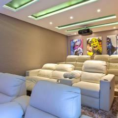 Media room by Designer de Interiores e Paisagista Iara Kílaris