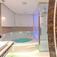 Casa Vanessa: Banheiros  por Designer de Interiores e Paisagista Iara Kílaris