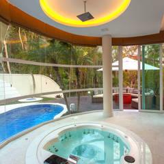 Banheiras de hidromassagem  por Designer de Interiores e Paisagista Iara Kílaris