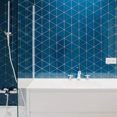 Baño planta primera.: Baños de estilo  de DELSUR arquitectos