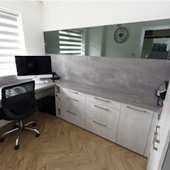 Home Office Design by PTC Kitchens:  Study/office by PTC Kitchens