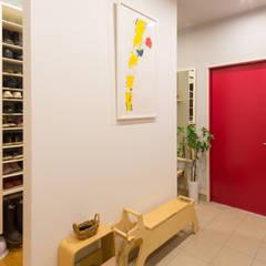 原山Y邸: 株式会社アートアーク一級建築士事務所が手掛けた廊下 & 玄関です。