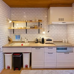 Built-in kitchens by 株式会社アートアーク一級建築士事務所