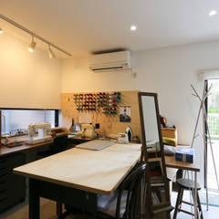 アトリエ: 石川淳建築設計事務所が手掛けた書斎です。