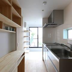 1人住まい用のシンプルなキッチン: 石川淳建築設計事務所が手掛けたキッチンです。