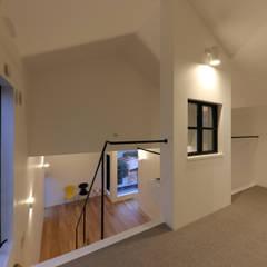 仙台のハコノオウチ: 石川淳建築設計事務所が手掛けた寝室です。