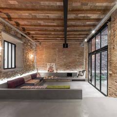 Vip Dekorasyon – Eski Bir Atolyenin Yaşanabilir Mekana Dönüşümü:  tarz Oturma Odası,