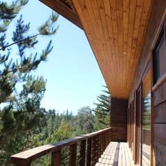por Kimche Arquitectos Mediterrâneo Madeira Efeito de madeira