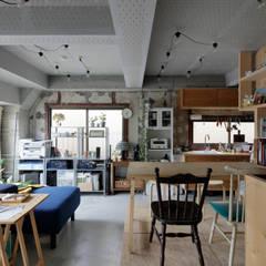 武蔵新城の部屋: コバルトデザイン一級建築士事務所が手掛けたリビングです。