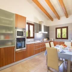 Diseño y construcción de una villa en Mallorca: Cocinas de estilo  de Diego Cuttone, arquitectos en Mallorca