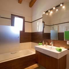 Bathroom by Diego Cuttone - Arquitecto