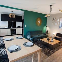 cuisine ouverte sur un séjour confortable: Salle à manger de style  par Anne-Laure DESIGN