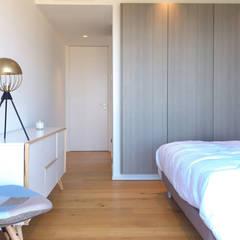 Villa Eze: Petites chambres de style  par Deux et un