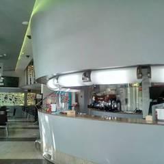 CAMBIO DE IMAGEN BAR SIBEMOL EN BARAÑAIN NAVARRA: Estudios y despachos de estilo  de Javier Ocaña Decoraciones