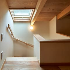 Stairs by タイラ ヤスヒロ建築設計事務所/yasuhiro taira architects & associates, Asian ٹھوس لکڑی Multicolored