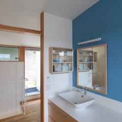 屏風浦の住宅: 佐藤重徳建築設計事務所が手掛けたサンルームです。