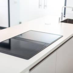 Nieuwe luxe woning:  Keuken door Bouwbedrijf Lelieveldt