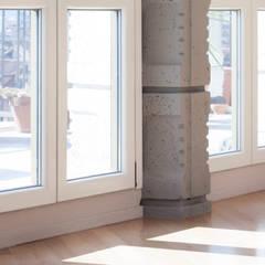 Colonne in cemento armato: Finestre in stile  di Idea Ristruttura