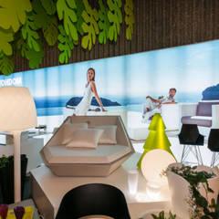 Corner Vondom: Espacios comerciales de estilo  por AXD Arquitectos