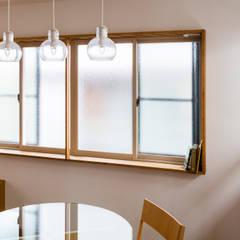 葛飾の改修: コバルトデザイン一級建築士事務所が手掛けた窓です。